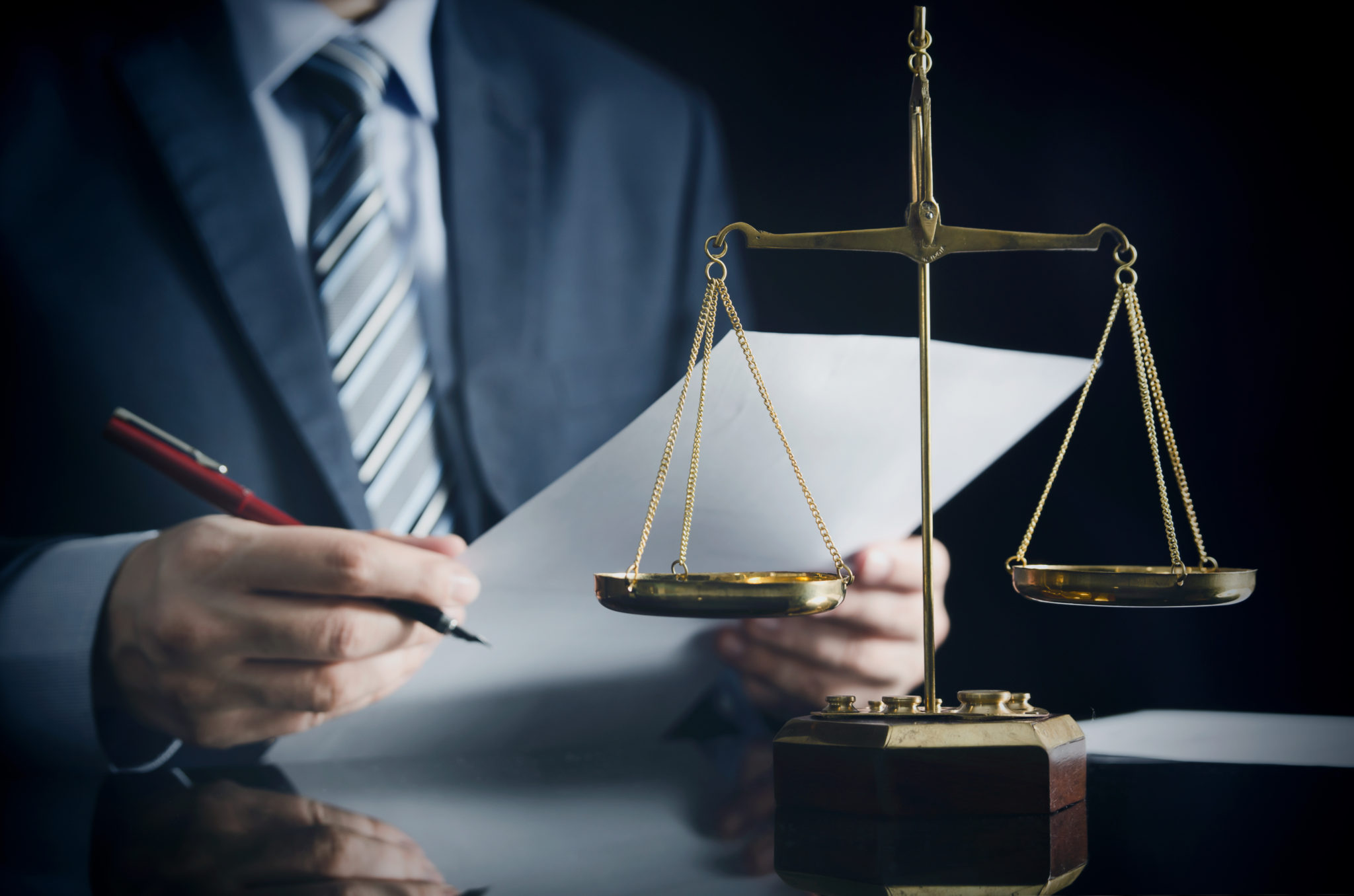 public defender vs private lawyer